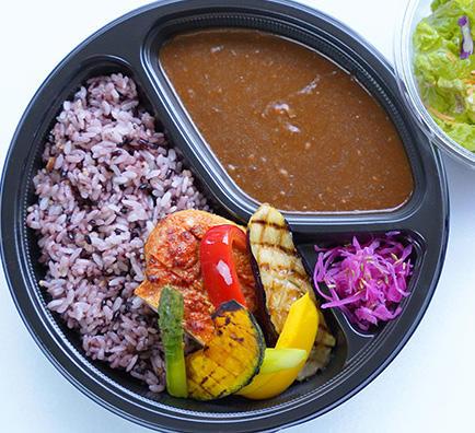 6/20より NEW《テイクアウト》「タンドリーチキンと夏野菜の雑穀米カレー」