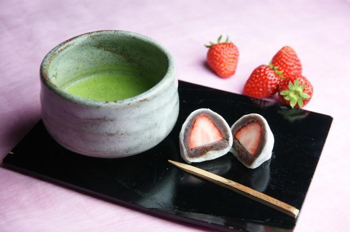 1/5より新しい和風甘味「いちご大福」販売スタート!