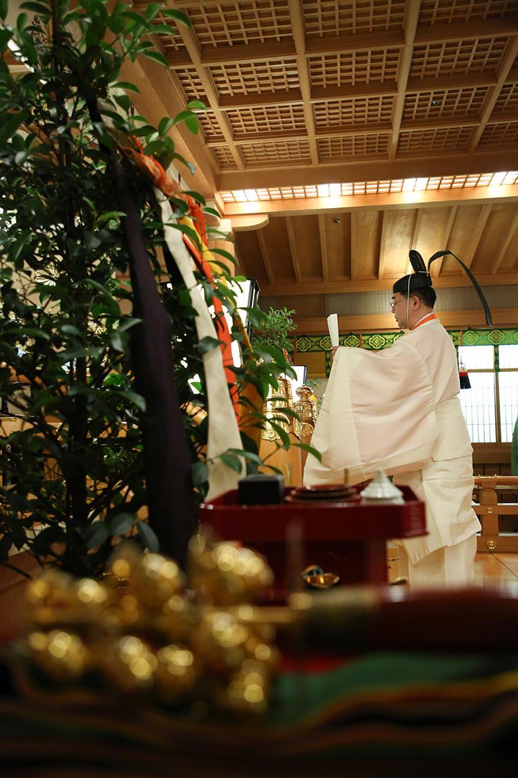 祝詞奏上(のりとそうじょう)は、斎主が新郎新婦の結婚を神前に奉告する儀式