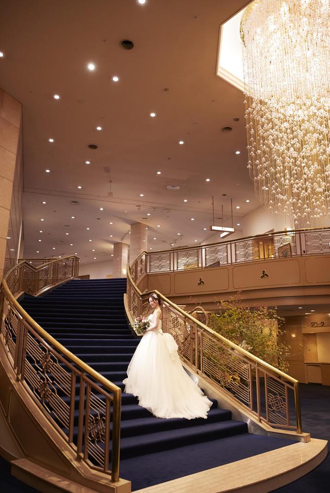 正面玄関の階段は人気の撮影スポット